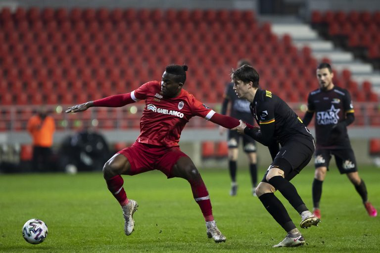 Stevie G 'makes approach' over international midfielder